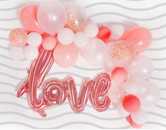 LOVE简洁婚房气球布置