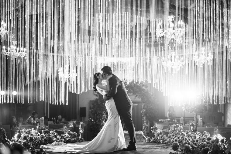 婚礼接吻现场