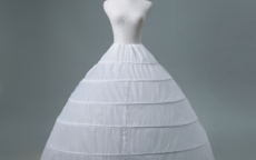 婚纱裙撑怎么穿(图解)
