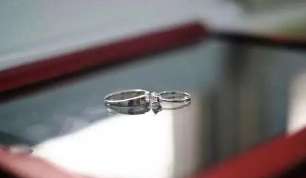 朋友拍的戒指