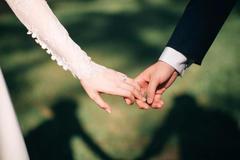订婚戒指和结婚可以两个都买吗?