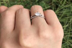 订婚戴哪个手指 订婚戒指戴法大全