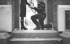 求婚是跪左腿还是右腿