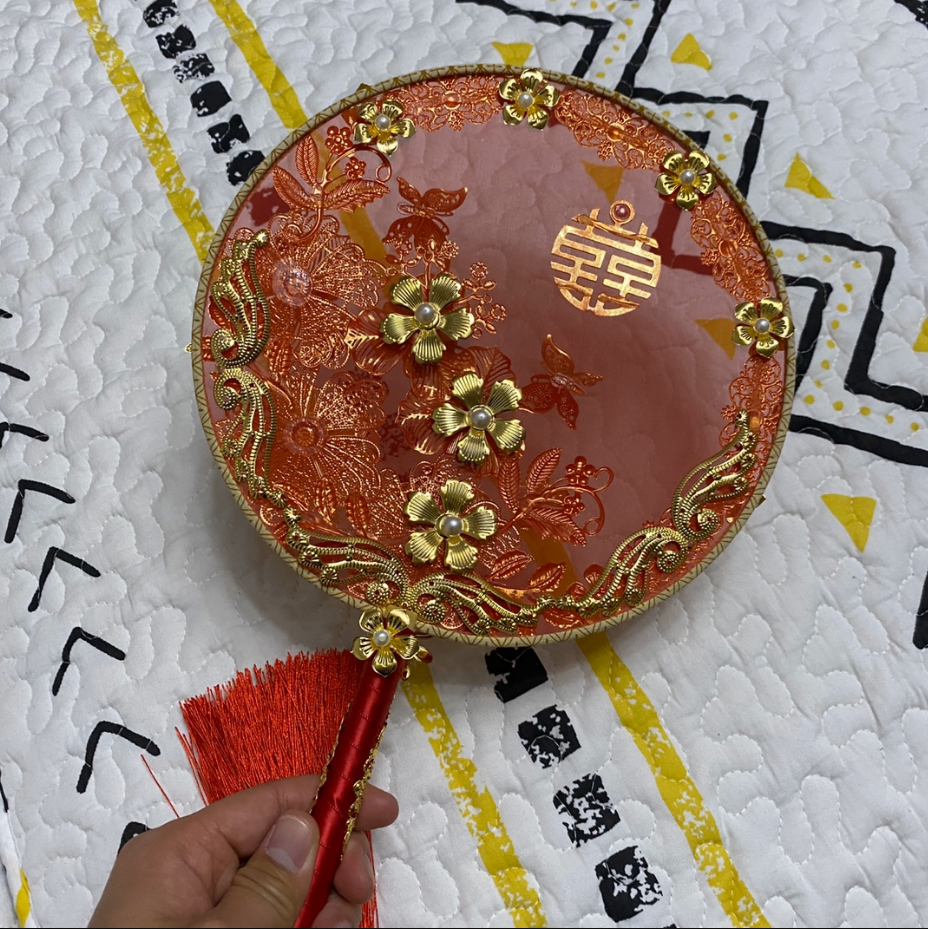 红豆新娘复古团扇背面