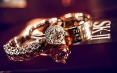 女生戒指的戴法图解 女生戒指戴在不同手指的意义