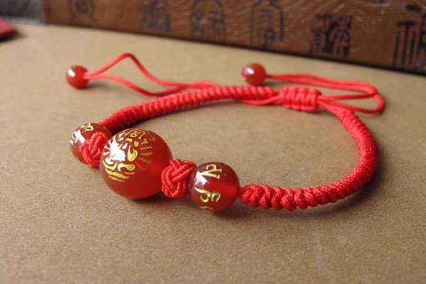 属鼠本命年红绳