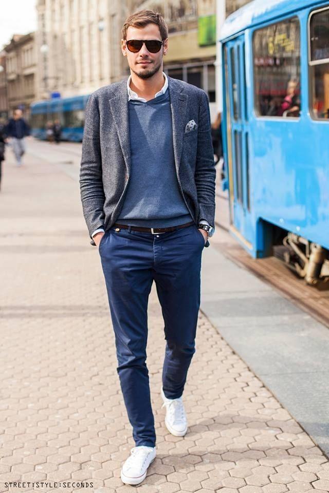 蓝色休闲西装搭配帆布鞋