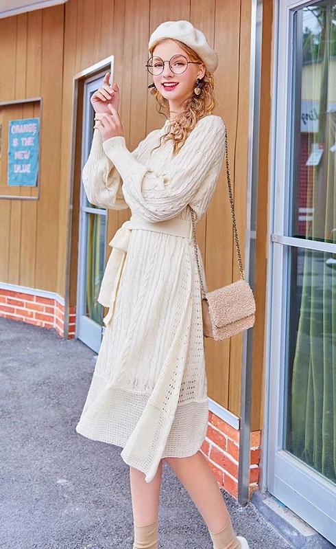 冬季白色针织连衣裙