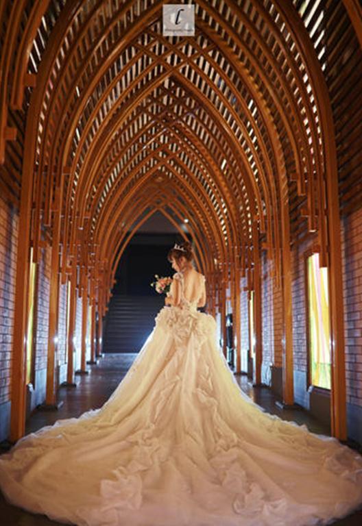 新娘期待的背影