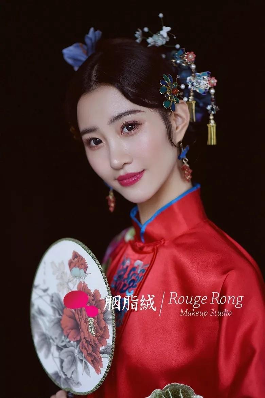 复古中式新娘发型图片5