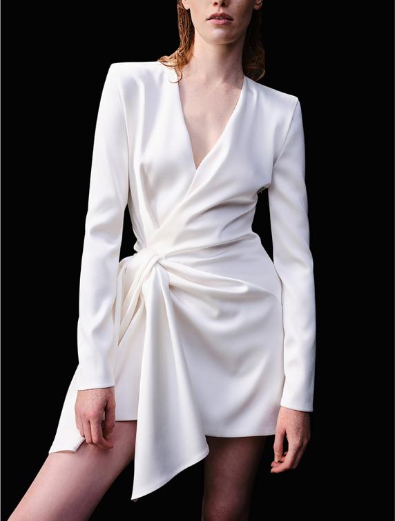 适合年会穿的白色连衣裙