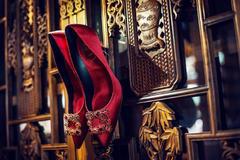 能不能穿别人的婚鞋 结婚后婚鞋的处理方法