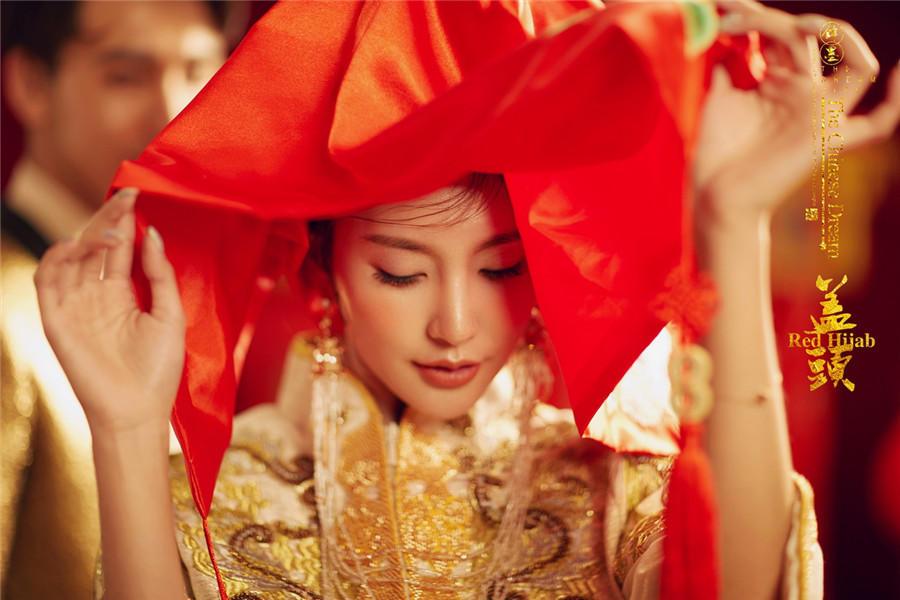 盖红头巾-安康市蒙娜丽莎婚纱摄影