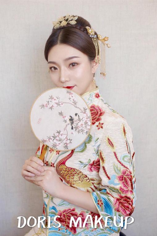 中式礼服简单大方高盘发发型3