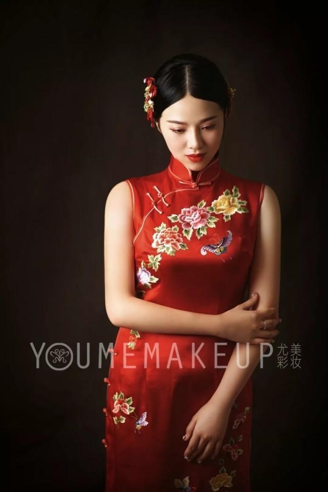 中式礼服简单大方旗袍发型2