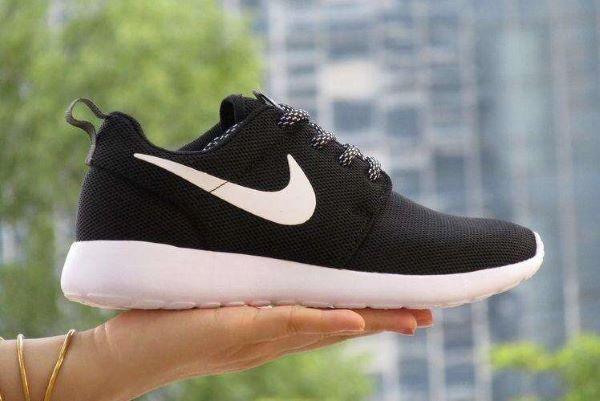 跑步的运动鞋