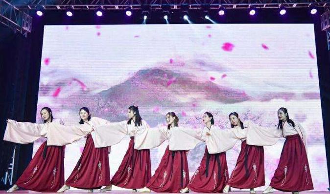 年会节目古装国潮舞