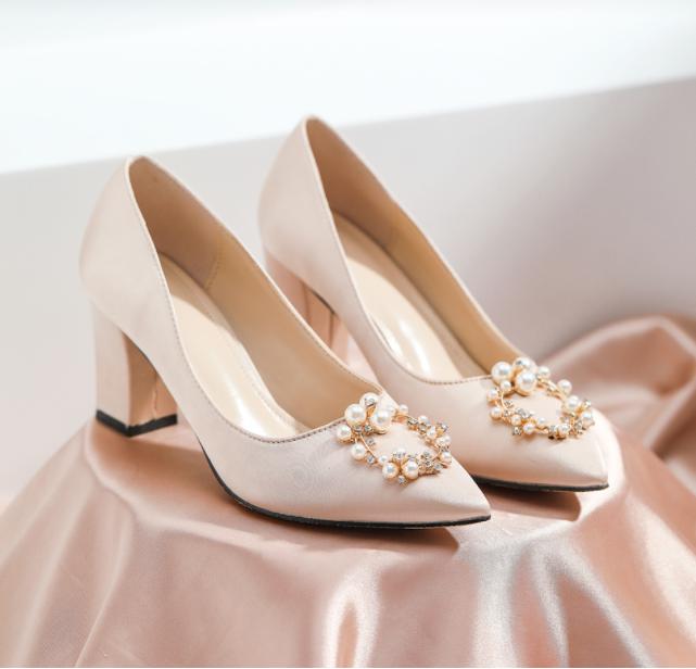 适合搭配旗袍的绸缎高跟鞋