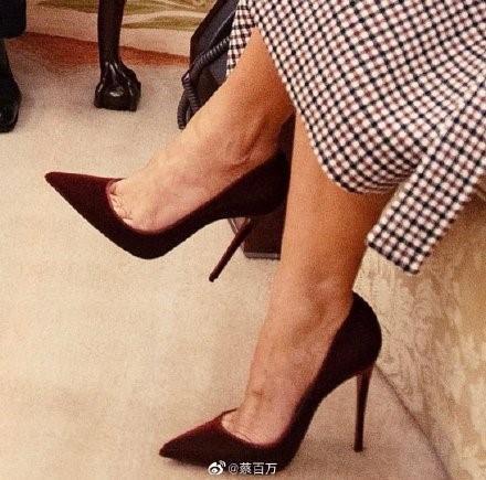 搭配旗袍的丝绒高跟鞋