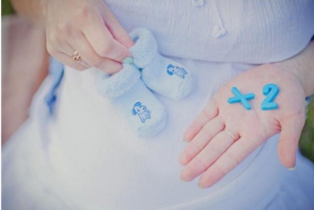 一双蓝色小鞋子