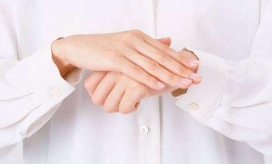 怎么保养手部皮肤白嫩