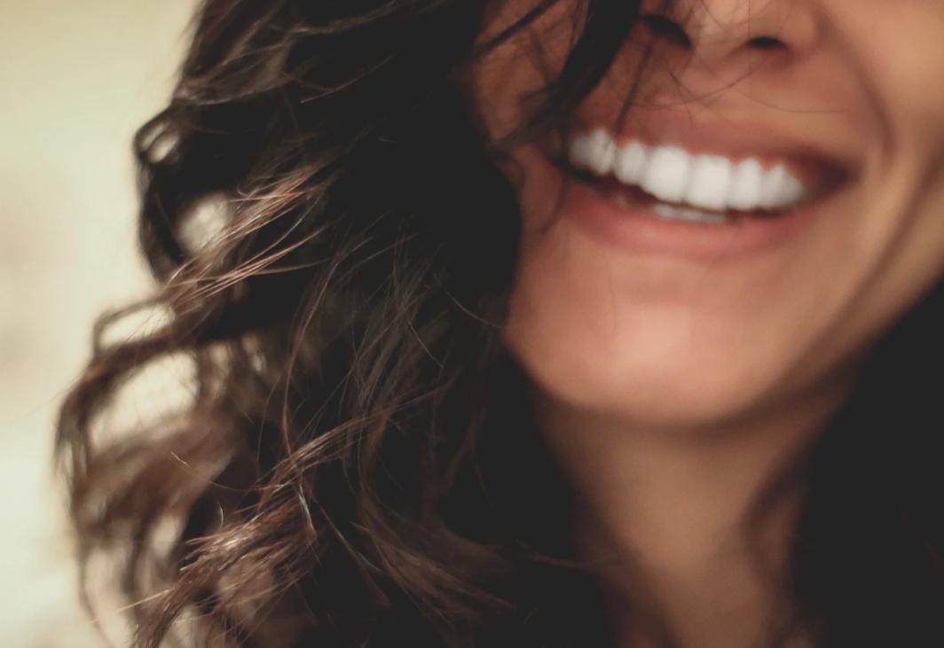 洁白的牙齿