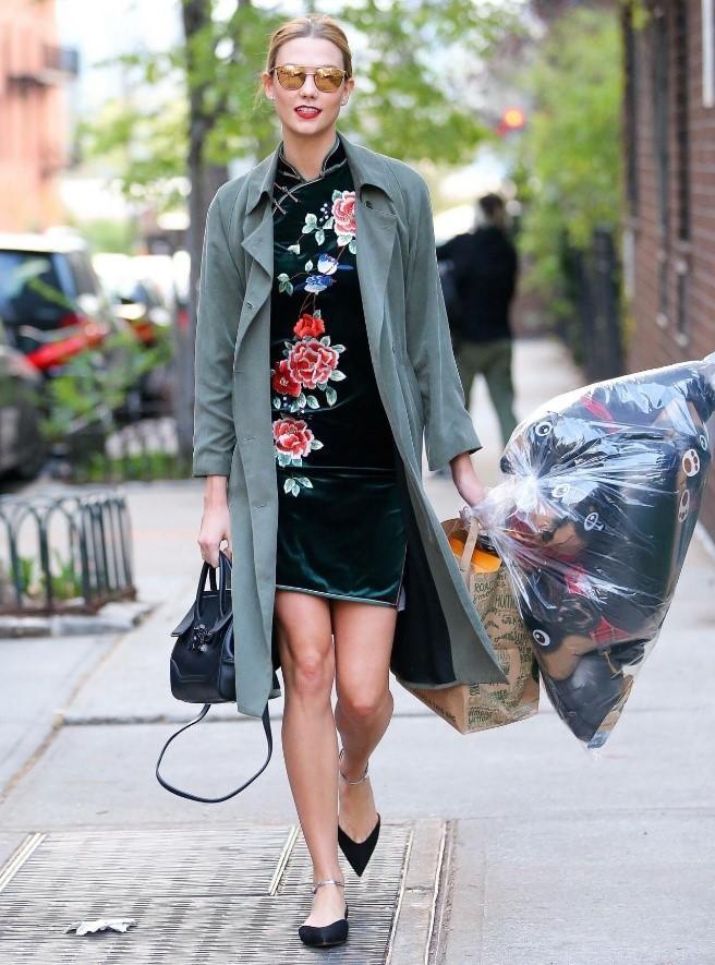 旗袍搭配同色系鞋子