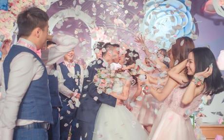 送十年闺蜜出嫁的句子 陪你从校服走到婚纱