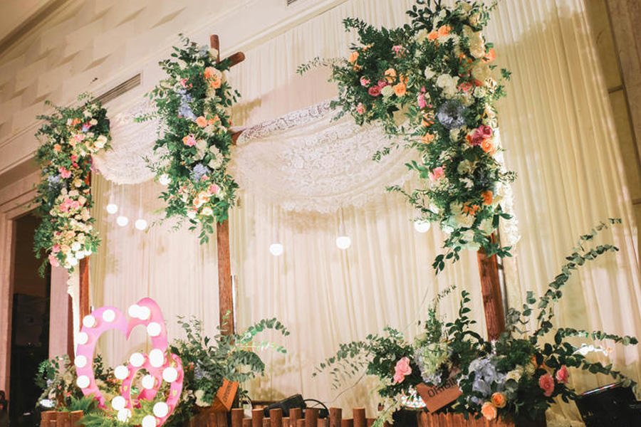 婚礼舞台背景布置