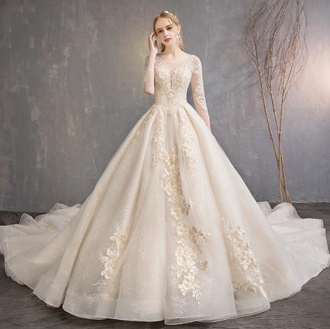 蕾丝刺绣婚纱