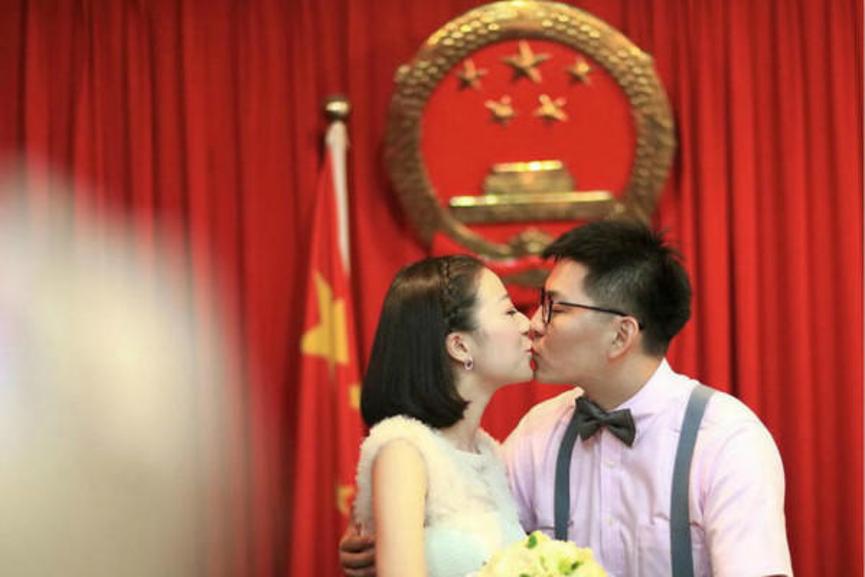 领结婚证需要看日子吗