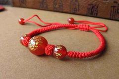 本命年红绳带左手还是右手 本命年佩戴红绳的注意事项