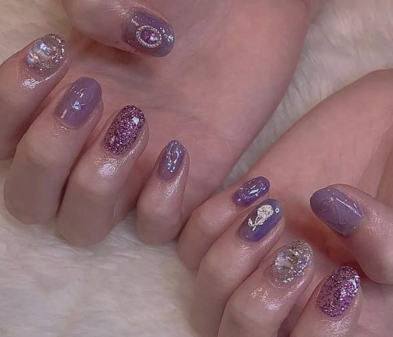 梦幻紫色的美甲