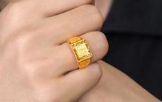金戒指带左手还是右手 金戒指这样戴才正确