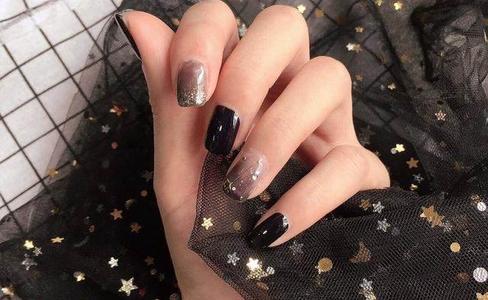 黑色指甲油美甲图案