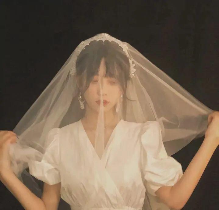 高冷婚纱头像