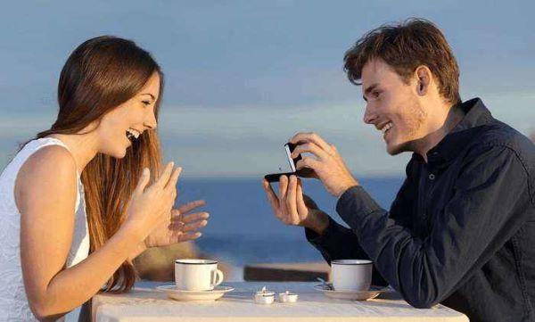 情侣直接面对面聊天
