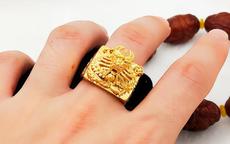 男人戴金戒指好吗 男人戴金戒指怎么戴