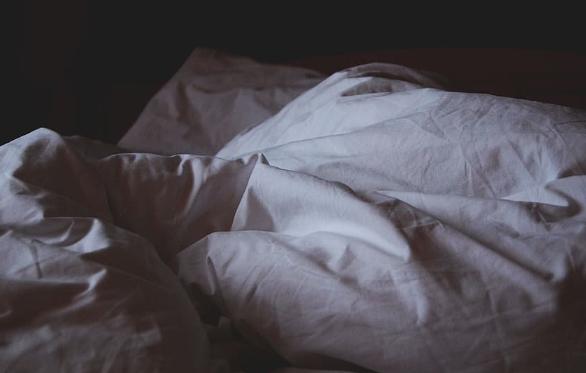 异地恋怎么哄对象睡觉