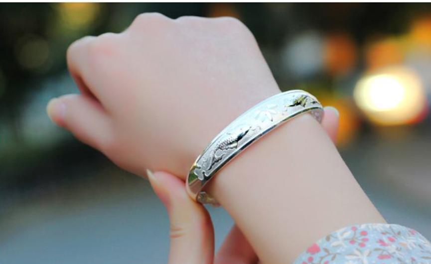 戴银手镯对身体有什么好处 戴银手镯要注意以下4点!