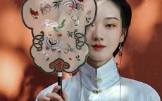 团扇图片 精致素雅摇曳在美人腕间的团扇