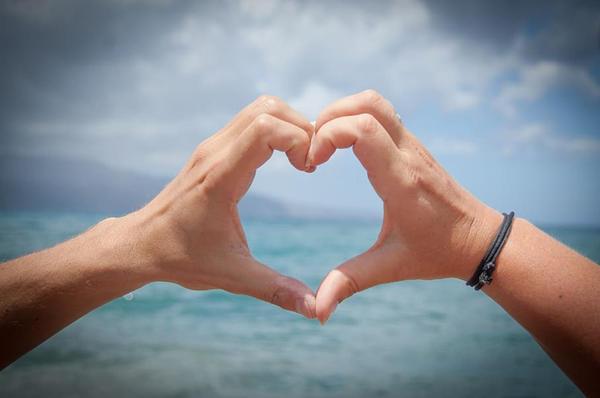 情侣比心照片