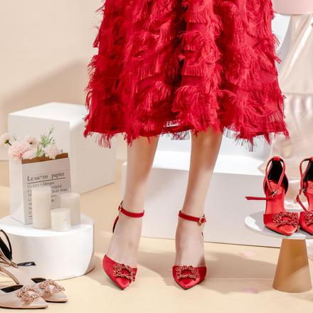 一字带中空丝绸缎面水钻方扣中高跟婚鞋