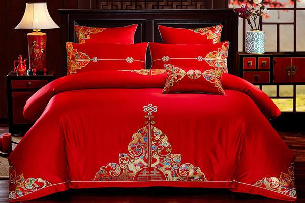 红色的床上用品