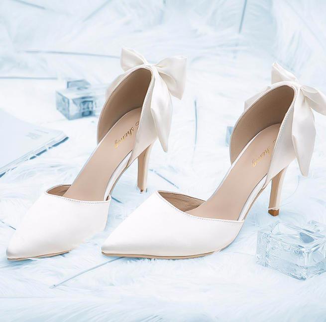 白色蝴蝶结高跟鞋