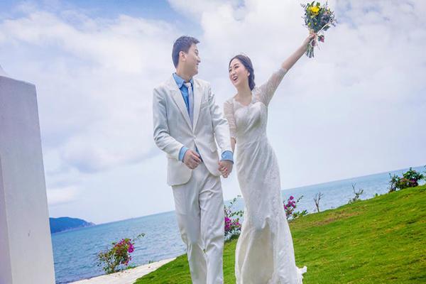 三亚海边婚纱照
