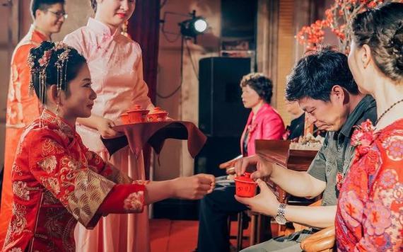 新娘敬茶顺口溜 婚礼改口茶红包顺口溜