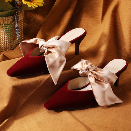 Laber Three尖头猫跟鞋蝴蝶结缎面细跟红色中跟鞋