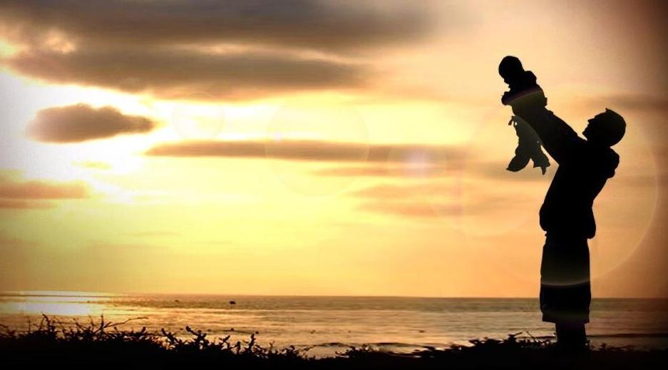离天空最近的距离,是爸爸的肩膀