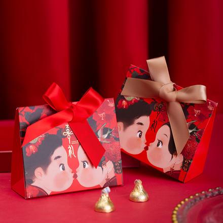 手绘中式新人亲吻喜糖盒